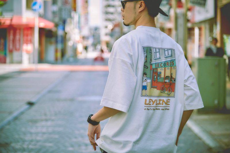 バッグプリントのストリートファッション